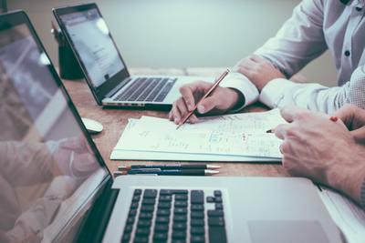 Rengeteg hitel közül választhatnak a beruházást tervező vállalkozások