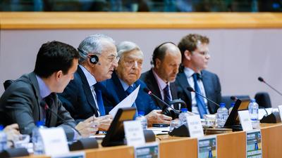 Az ENSZ rendszerét keresztülszőtték a nemzetközi alapítványok és NGO-k machinációi
