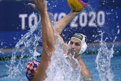 Az olimpiai döntőért játszanak pénteken a férfi vízilabdázók, jönnek a kajaknégyesek