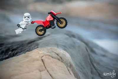 Elég pöpec miniatűr filmes LEGO-világot épített egy fotós