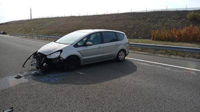 Menet közben húzta be a kéziféket egy autó utasa az M6-oson, elkerülhetetlen volt a baleset - fotók