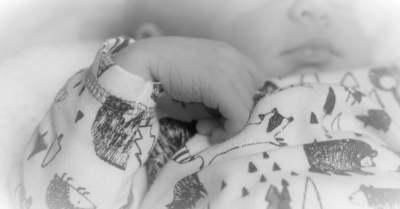 Kegyetlen bosszú: Az ártatlan 4 hónapos csecsemőt a ruhaszárítóba tette az apja