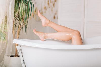 Anyaszült meztelenül, fürdőzés kapták lencsevégre a magyar modellt - Fotó (18+)