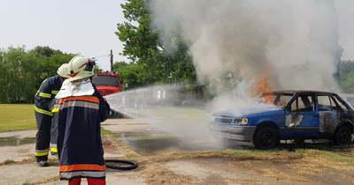 Kisteherautó lángolt egy szegedi parkolóban