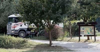 Nem engedték a mozgássérült embernek, hogy autóval menjen be a Gaja Tájvédelmi Centrumba