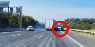Sávot váltott a kamion az M0-son, a mellette haladó autóval megtörtént, amitől mindenki retteg - videó