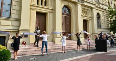 Átölelték Szeged ikonikus épületét