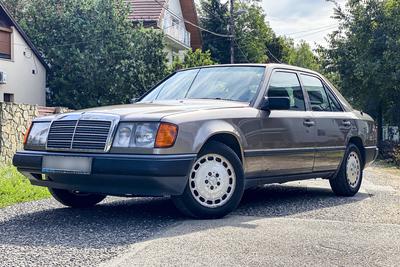 Gyerekkori álomautó egy jobb telefon áráért - Mercedes 200 E használtteszt