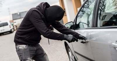 Törte-zúzta mások kocsiját a 19 éves Tatabányán és Szárligeten