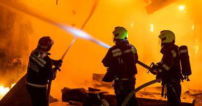 Brutális tűz tombol Hódmezővásárhelyen, hat város tűzoltóit riasztották