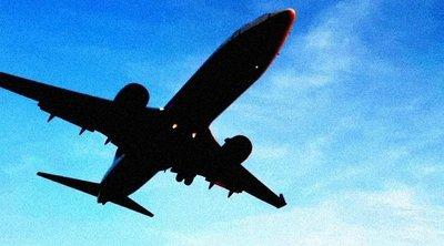 Repülőn szexelt a párocska, naná, hogy egy másik utas fel is vette őket – 18+