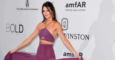 Kendall Jenner mindössze pár darab kristállyal takarta el testét – Fotó!