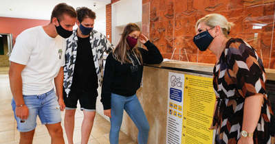 Az intézmény bezárásának elkerüléséért már kötelező a maszkhasználat az ELTE SEK-en – fotók