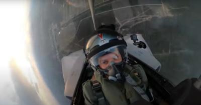 Videón mutatjuk, milyen és mekkora terhelés éri a vadászpilótákat