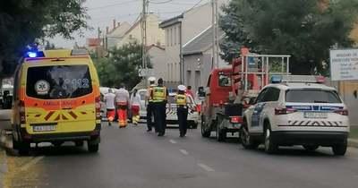 Két autó ütközött össze Pécsett a Szigeti úton