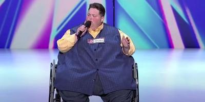 49 évesen meghalt a 420 kilós tévésztár