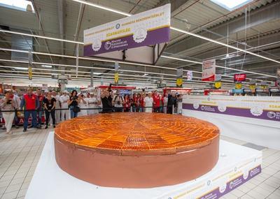 Ez lehet a világ legnagyobb Dobos-tortája - galéria