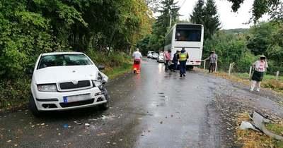 Iskolásokat szállító busz balesetezett Verőcénél, gyerek is van a sérültek között