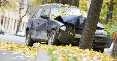 Fának ütközött egy autó Békéscsabán