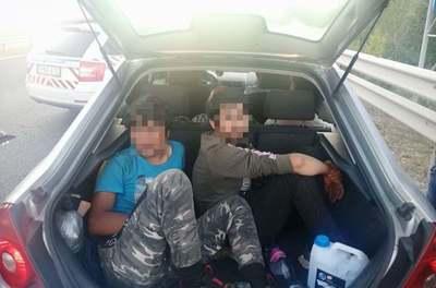Ki nem találnád miben csempészte át a férfi a migránsokat a határon