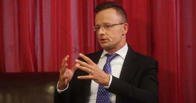 """""""A kormány továbbra is Pécs mellett áll"""""""