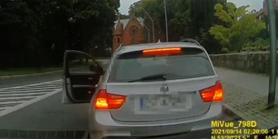 Megállt az erőszakos BMW-s a körforgalom után, mindenkit meglepett, ki pattant ki belőle balhézni