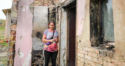 Csak a falak maradtak – Hattagú család otthona lett a lángok martaléka Sikátorban