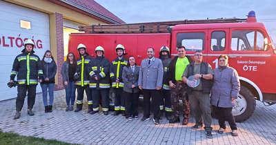 Új autót vehettek át az önkéntes tűzoltók Szászváron