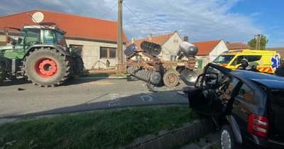 Traktornak ütközött egy személyautó Somlóvásárhelyen