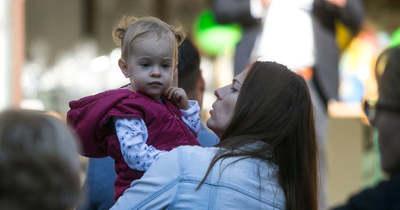 A tavaly született babákat és szüleiket köszöntötték a Hunyadivárosban