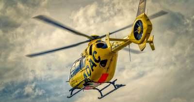 Mentőhelikoptert riasztottak: traktor gázolt el egy babakocsist