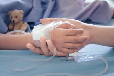 Egyszerű lila foltok voltak a kisfiú lábán, sokkoló diagnózist kaptak a szülők
