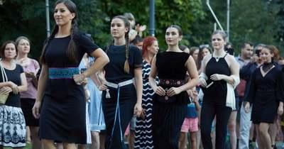 Kis fekete 2021 divatbemutató – Hagyományok Háza