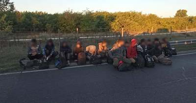 Rendőrkézen három embercsempész: egyiküket két és fél órán át üldözték