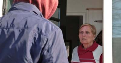 Idős asszonyt rabolt ki otthonában, befejezték a nyomozást