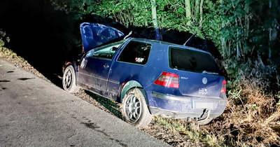 Buliból jött az ittas autós, a másik buli előtt felborult az autójával Kemenesszentmártonnál – fotók