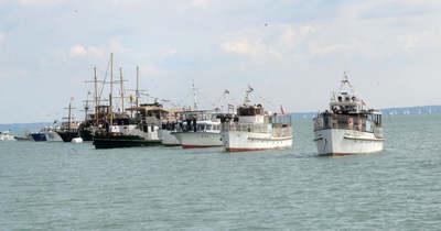 Díszszemlével tisztelgett a balatoni hajóflotta