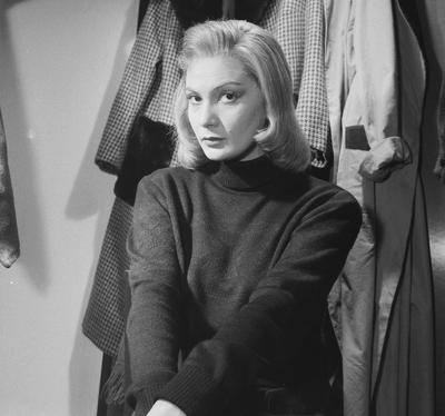 A magyar színésznő, akiről sikerei csúcsán a kommunista hatalom azt terjesztette, hogy orgiákra jár, és akit örökre tönkre tettek