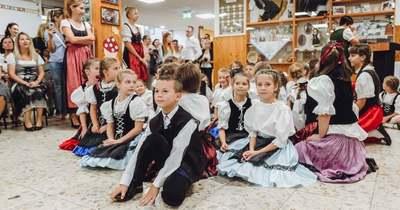 Átadták a Soproni Német Nemzetiségi Általános Iskola felújított épületét – fotók