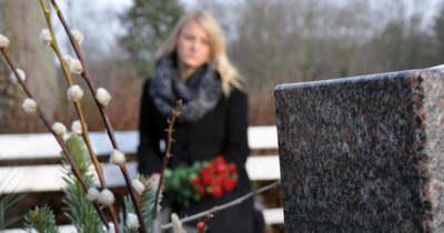Sokkot kapott a temetőben az éjjeliőr: hátborzongató dolog tűnt fel egy sírban (videó)