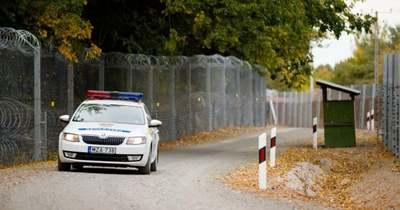 Három embercsempész próbált huszonhárom migránst átszállítani az országon
