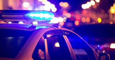 Összeütközött két autó Győrben, egy embert a tűzoltók segítségével emeltek ki a kocsiból
