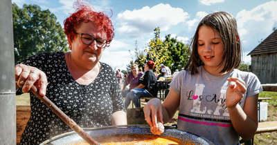 Élménnyel megtöltve – A káposztás ételekről szólt Felsőberki közösségi napja