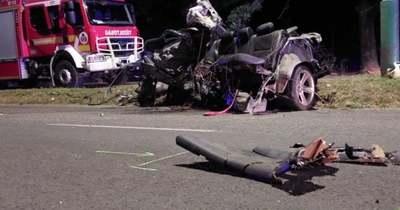 Kettészakadt egy kocsi a dunaújvárosi horrorbalesetben, ketten meghaltak