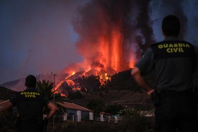 Látványos képeken a kanári-szigeteki vulkánkitörés