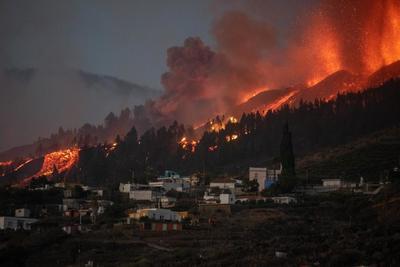 Már több ezren elmenekültek a Kanári-szigeteken kitört vulkán miatt