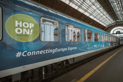 Befutott a Keletibe az Európát összekötő különleges vonat