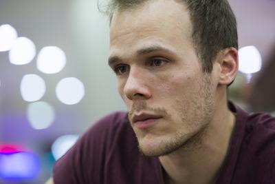 Friss hírek a szerkesztőség háza tájáról: Szirmai Gergely 33 éves lett!