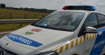 Szalagkorlátnak csapódott egy autó az M3-as autópályán