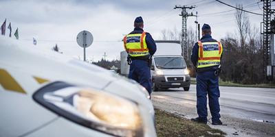 Nagy akció indul, hemzsegni fognak a rendőrök az utakon